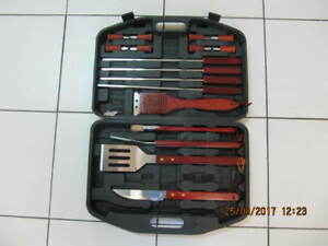 Classic Cedar Wood Handle 18pc BBQ Set With Carrying Case 1990s