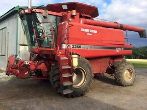 CASE IH 2366 COMBINE - WITH TWO HEADS