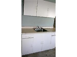 SE Applewood private kitchen washer dryer 1-Bedroom Apartment