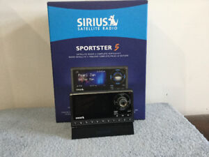 LIKE NEW SIRIUS RADIO SPORSTER 5 WITH CAR & HOME ACCESSORIES KIT