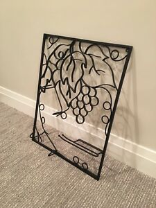Wine bottle / wine glass wall display