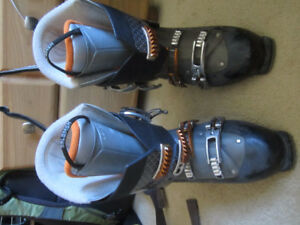Salmon Ski Boots Size 29 Boots