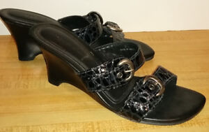 AVAILABLE. WOMEN'S SZ 8.5 DIEGO DI LUCCA WEDGE SLIDES / SANDALS
