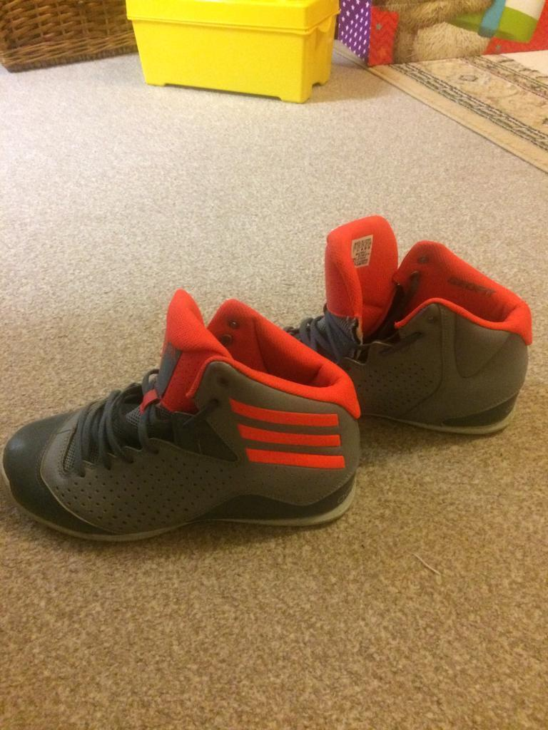 Adidas shoes size 6.5in Angel, LondonGumtree - Adidas shoes size 6.5 in very good condition. I only wore them twice and are a bit small for me. Wrong size for me