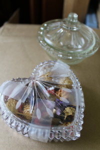 2 Covered Dishes ( pot pourri, rings, jewellery etc )