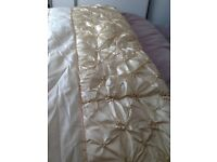 Cream & Oyster bed throw DB
