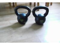TWO 9 KG KETTLE BELLS WEIGHTS