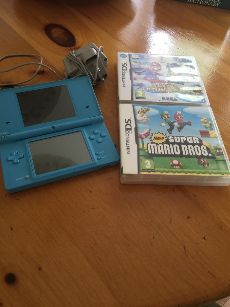 NINTENDO DSi COMES CHARGER AND 2 GOOD GAMES £30
