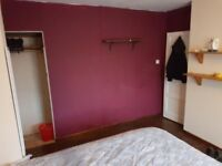 Double room to rent in Whitley . Share with 3 others. Mon to friday only. Close to shops and buses.