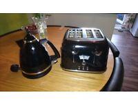 De'Longhi Brillante Toaster & Kettle Set