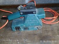 Black & Decker Sander - with sanding paper FOR SALE