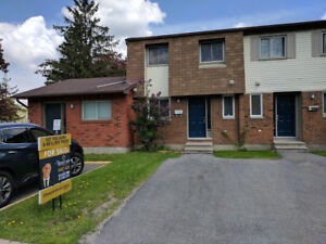 ***Lovely end unit home with 3 bedroom!***