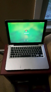 Mint condition Mac bookpro 13 inch