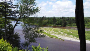 Well Kept country home on Little South West Miramichi River
