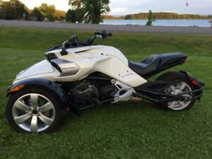 2015 Can-Am Spyder F3 with 500km in mint condition