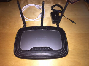TP-LINK TL-WR2543ND wireless router DDWRT installed
