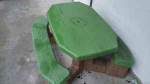 Pic nic table new condition for age 2 and up