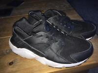 Nike Huaraches - 5.5