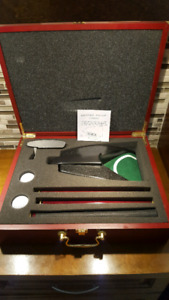 Executive Travel Putter Golf Ball Auto Return Set in Wood Case
