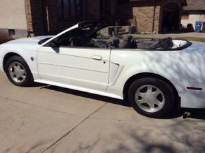 MINT 1999 Ford Mustang Convertible