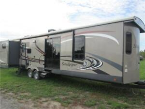 2015 Sandpiper by Forest River 402QB