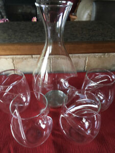 Final Touch Aerator Wine Decanter & 4 glasses