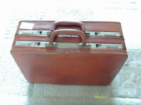 VINTAGE QUALITY LEATHER BRIEF CASE