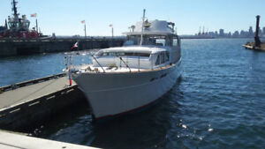 57 Chris Craft Constellation - For Sale