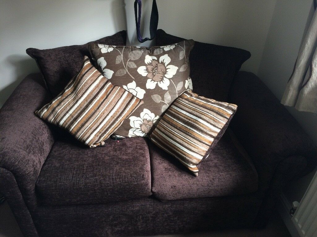 2 SEATER SOFA MINT CONDITIONin Barnsley, South YorkshireGumtree - 2 seater sofa its in excellent condition on used a few times as dont have a conservatory to put it in now shame to let it go nearly brand new !!! Only wanting £90bought for £499!!