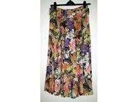 MONDI MULTICOLOURED FLORAL RETRO CULOTTES/TTROUSERS (Poss Size 12/14 as label says 40)