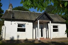 Two bedroom detached cottage to rent in Perthshire with garden, private parking, close to A90