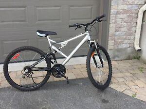 Vélo montagne double suspension pneus 26 po 21 vitesses