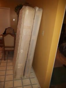 Single mattress, Boxspring & Bedframe