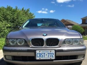 1999 BMW 528 is Sedan (Aspen Silver Colour)
