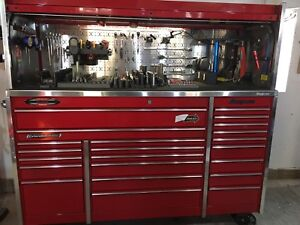 Snap on roll cabinet with huge amount of tools!