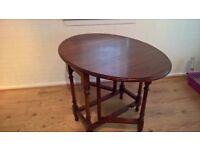 Foldable hardwood oval table