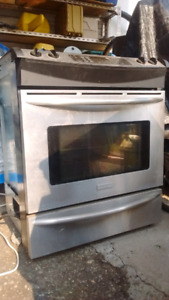Frigidaire proffessional gas stove with electric oven