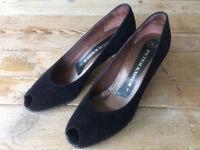 Ladies vintage suede shoes size 5