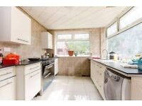 Superb Bungalow With Private Garden Walking Distance From Streatham Common BR Station.