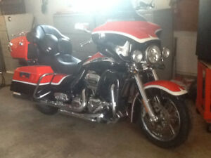 REDUCED TO SELL!!! 2012 HARLEY DAVIDSON CVO   FLHTCUSE7