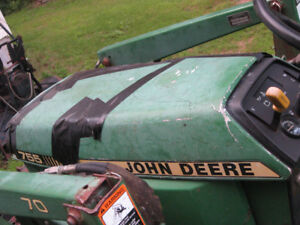 Wanted . Hood for John Deere 755