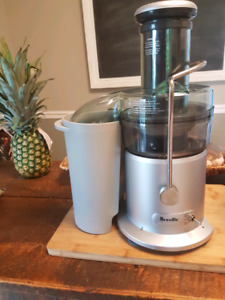 NEW PRICE- Breville Juicer - like new condition!