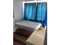 Fantastic Opportunity **AMAZING MASSIVE DOUBLE ROOM** WITH PRIVATE GARDEN in Lime house