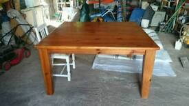 Solid wood table Seats 8 bespoke hand made 5ft x 5ft