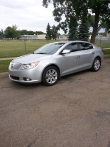 BEAUTIFUL BUICK LACROSSE WITH ONLY 13,400 KMS!
