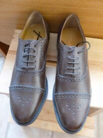 Classic Semi-Brogue Mens Shoes. size 10. unused.