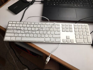Apple keyboard with numeric keypad. (Wired version)