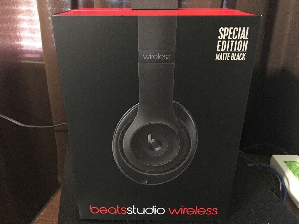 GRADE A BEATS Studio 2.0, Wireless, Matte Black *FOR SALE* Excellent condition with all accessories