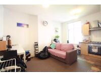!!! AMAZING 2 BED FLAT IN PERFECT LOCATION TO ALL SHOPPING FACILITIES AND PUBLIC TRANSPORT !!!