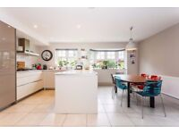 STUNNING FIVE BEDROOM HOUSE in PURLEY only £2200PM